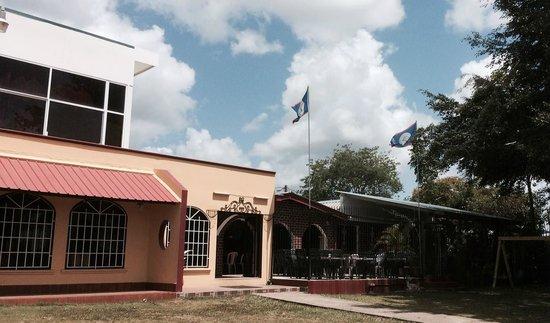 Bull Frog Inn: Main Entrance
