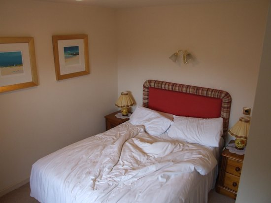 The Moorings Hotel: bedroom