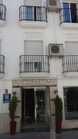 Hostal Abril: Front of hotel