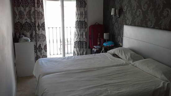 Hostal Abril: Single bedroom facing street