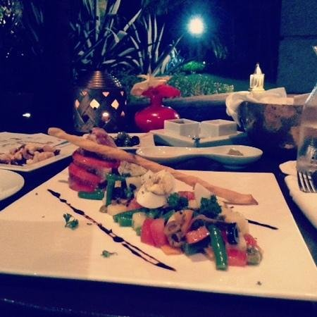 Maradiva Villas Resort and Spa : Tuna Nicoise Salad at Breakers Bar