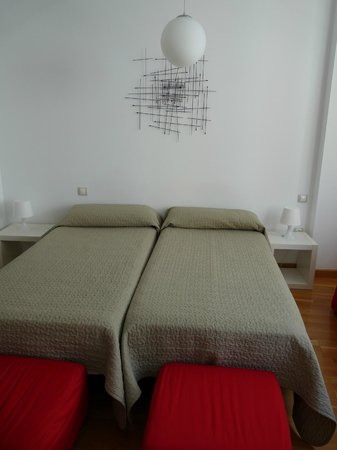 Debambú: beds in lounge area for two more people
