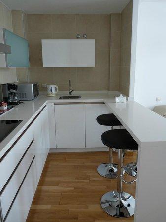 Debambu: kitchen