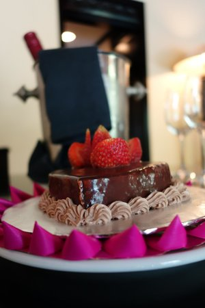 The Royal Beach Seminyak Bali - MGallery Collection : Special Cake and Wine