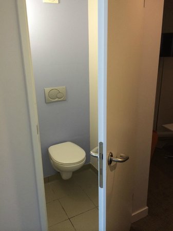 Novotel Liverpool : Toilet - Tiny and a JOKE!
