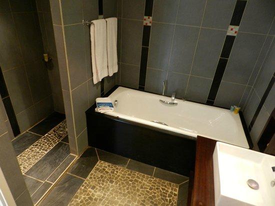 Manava Suite Resort Tahiti : salle de bains