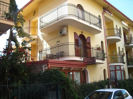 B&B Villa Marysa: Grands balcons