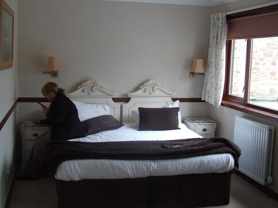 The Waterside Hotel : bedroom