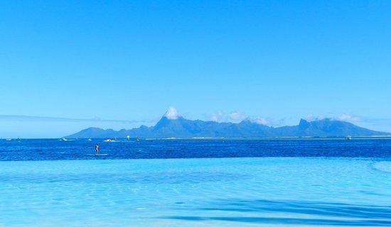 Manava Suite Resort Tahiti: vue sur moorea