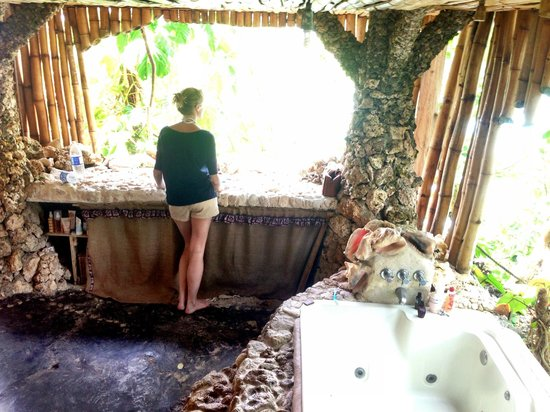 Great Huts : Bamboo Tree House- view from sink