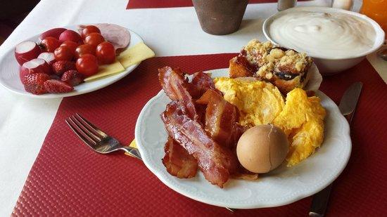 Europa: breakfast