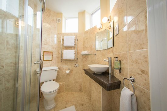The Cliftonville Hotel: En Suite Shower Room