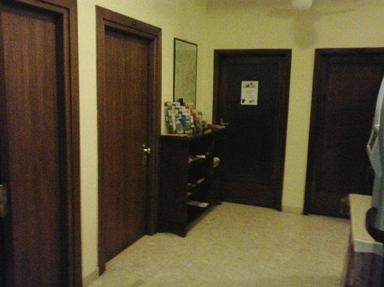 Hotel Ottaviani: Hallway