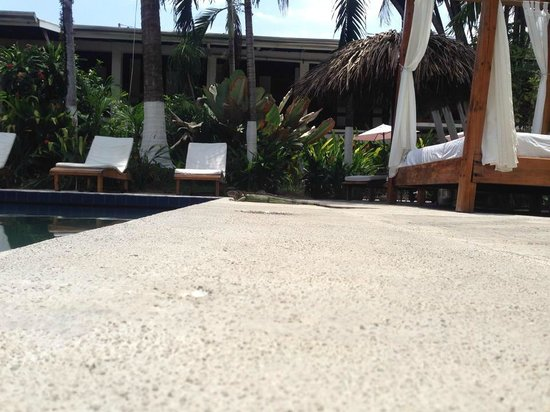 Copacabana Hotel & Suites: at the pool