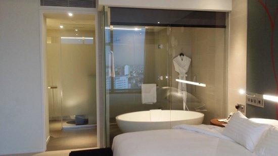 Pullman Saigon Centre Hotel : Open Bath Room