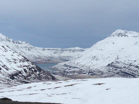 Seydisfjordur Hostel Hafaldan: Driving into Seydisfjordur
