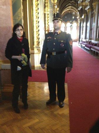 Parlement : Notre guide francophone et un des gardes