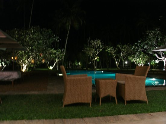 Taru Villas - Rock Villa : From the dining room at night