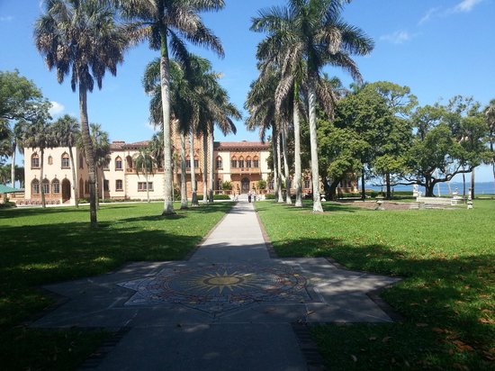 The Ringling : Ringling mansion