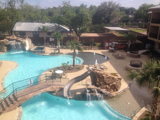 Holiday Inn Express & Suites Fredericksburg: 3rd floor view