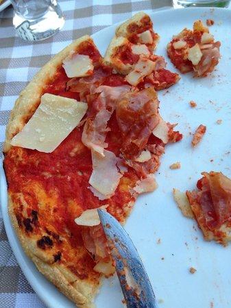 Ristorante La Piazza : Una delle peggiori pizze...