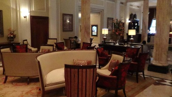 Taj Cape Town: Bar and lobby with an excellent drink and wine list