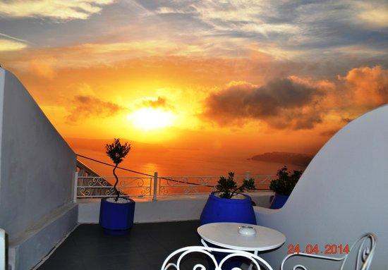 La Maltese Estate Villa: Coucher de soleil depuis la terrasse de la chambre