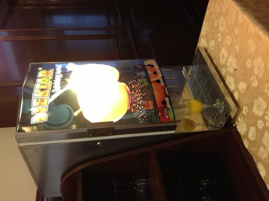 Hotel President Solin: 5* hotel orange juice machine?