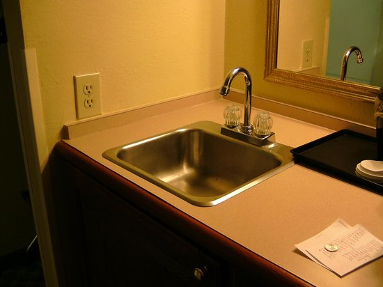 Country Inn & Suites by Radisson, Charlotte I-485 at Highway 74E, NC: Wet Bar