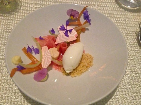 A21 Dining: A21 festival of textures and flavors in the spring menu.