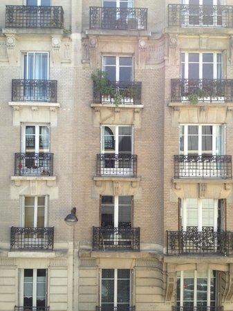h tel paris louis blanc 232 rue du faubourg saint martin 75010 paris picture of hotel paris. Black Bedroom Furniture Sets. Home Design Ideas
