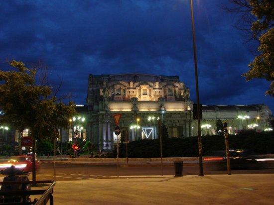 Milano Centrale : Milano Central at night