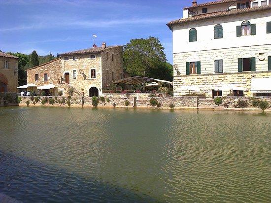 Terme Bagno Vignoni: piazza...termale