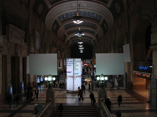 Milano Centrale : inside the station.