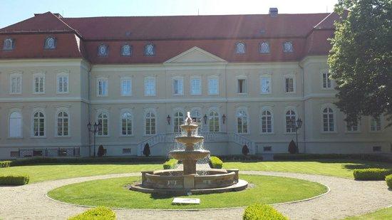 La Contessa Castle Hotel: Main entrance.