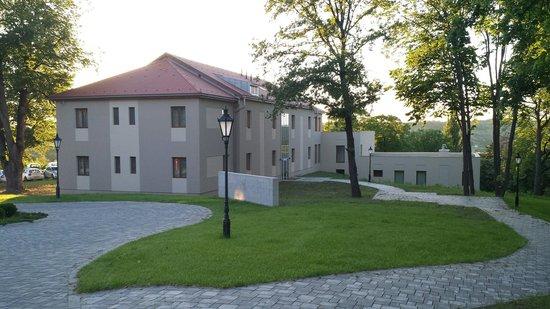 La Contessa Castle Hotel: Courtyard building