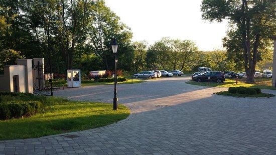 La Contessa Castle Hotel: Free parking