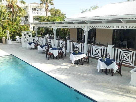 Pelican Bay Restaurant & Bar: Lovely pool side terrace dining available