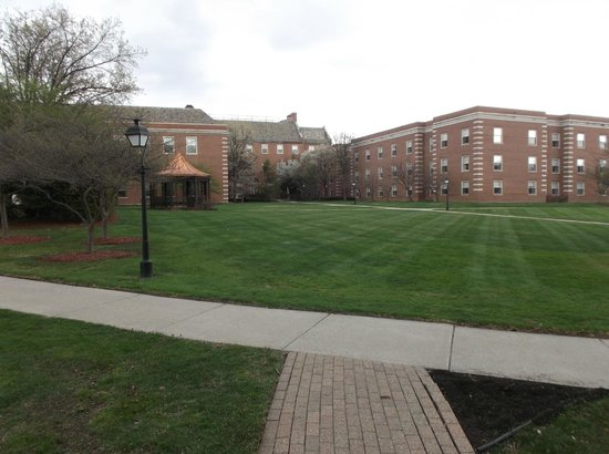 The Dearborn Inn, A Marriott Hotel : The grounds behind the hotel