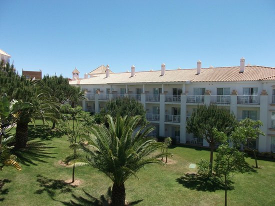 ClubHotel Riu Chiclana : low rise buildings