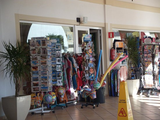 ClubHotel Riu Chiclana : Shop has every essential