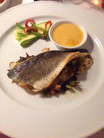 Restaurant Le Méditerranée: Sebass stuffed with leeks and prawns