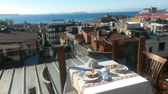 Eski Konak Hotel: View from the hotel terase (breakfast location)