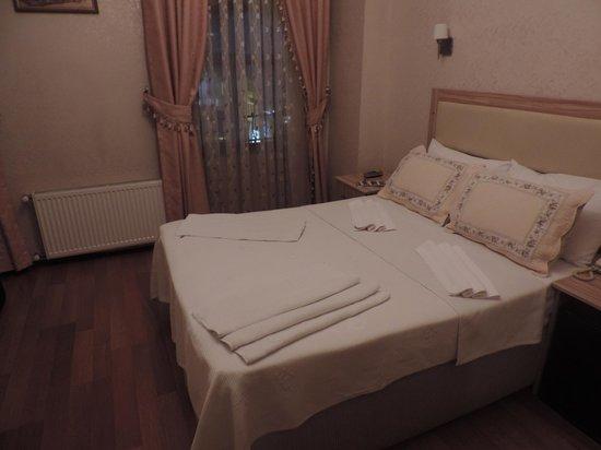 Eski Konak Hotel: Economy room, street-side