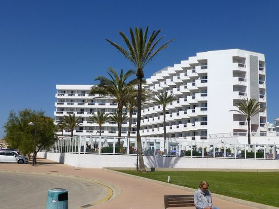 Hipotels Flamenco Cala Millor: Hotelview from beach