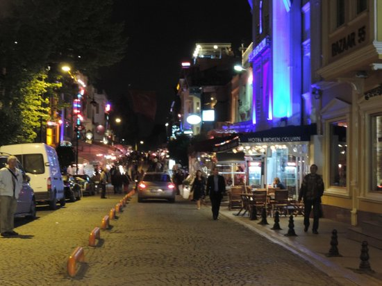 Eski Konak Hotel: Street where the hotel is
