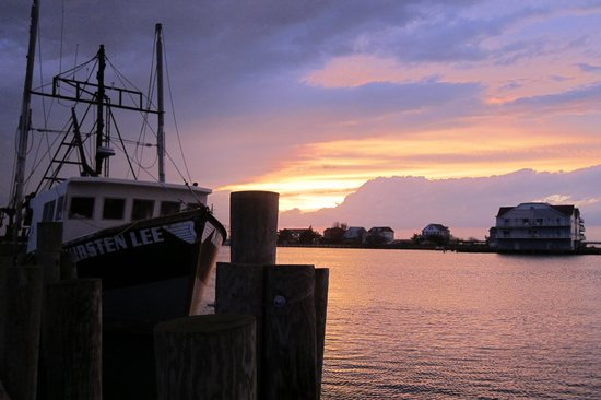 Hampton Inn and Suites Chincoteague-Waterfront: Sunset over the channel.
