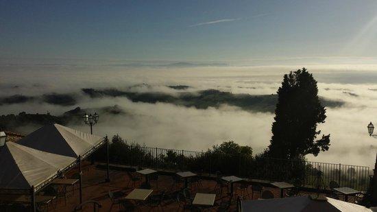 Relais La Costa: Nebbia al mattino