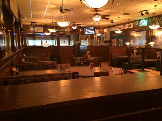 Bennigan's: One of a few dining rooms - huge place