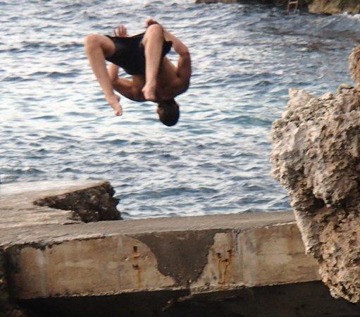 Xtabi Resort : Cliff Diving Is Fun